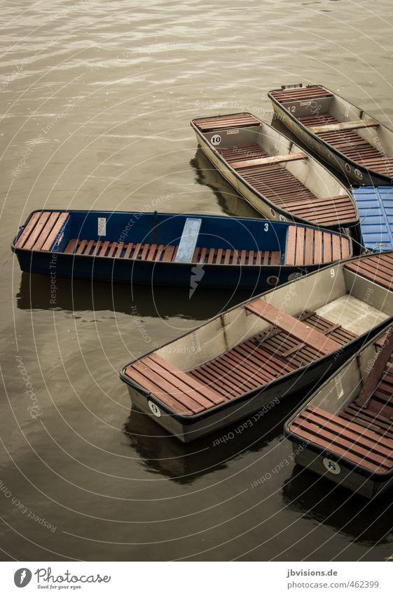 Paddelboote Freizeit & Hobby Spielen Boot Ruderboot Wasser blau braun Fluß Anleger Anlegestelle beruhigend Menschenleer Farbfoto Gedeckte Farben Außenaufnahme