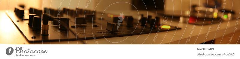 Enjoy the silence Diskjockey Plattenspieler Schallplatte liegen Kopfhörer pioneer djm Technik & Technologie Plattenteller