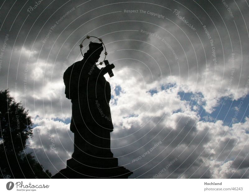 Heiliger Nepomuk hilf uns Wolken Gebet Prag Bamberg Moldau letzte Hoffnung untergehen Hochwasser Religion & Glaube ertrinken flehen heilig nepomuk Wasser