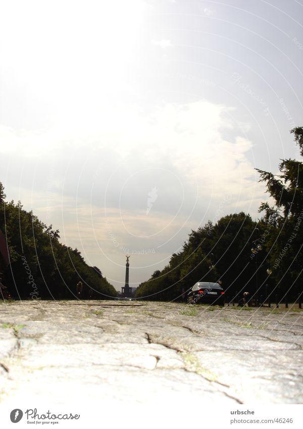 Berlin Siegessäule Straße des 17. Juni Tiergarten Denkmal Göttin Denkmalschutz Bauwerk Mitte Wolken Dämmerung Wald Baum Sommer ost-west-achse in berlin
