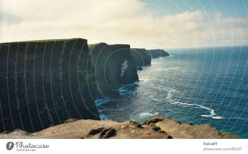 Cliffs of Moher Wasser Meer Ferne Küste groß Panorama (Bildformat) Klippe Republik Irland