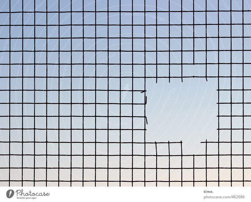 Utgang Himmel Gitter Gitternetz Loch Draht Drahtgitter Metall Linie Netzwerk außergewöhnlich eckig einfach fest Kraft Enttäuschung Platzangst Entschlossenheit