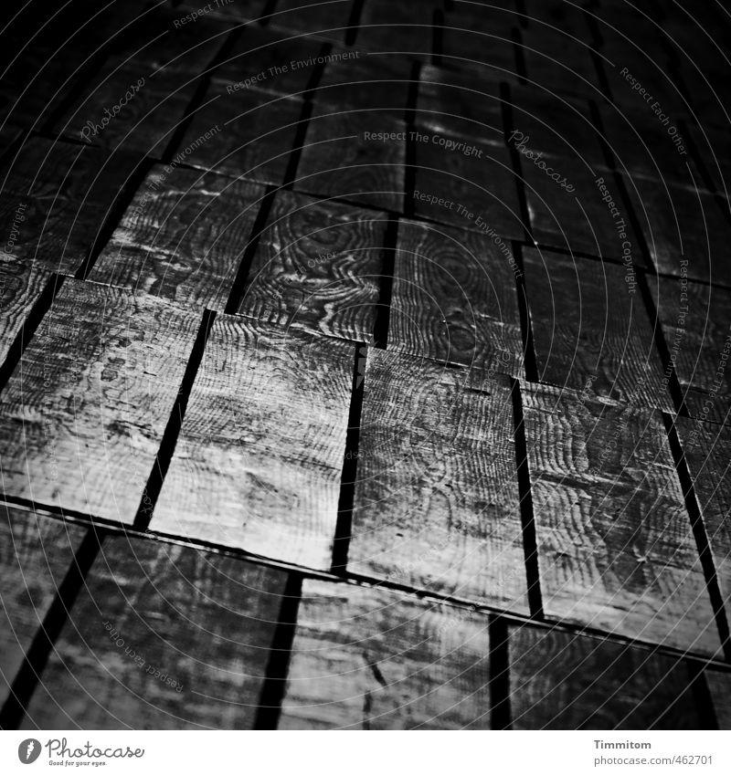 Das geht schief. alt dunkel schwarz Gefühle Holz grau Linie gehen glänzend ästhetisch Holzfußboden Spalte Maserung