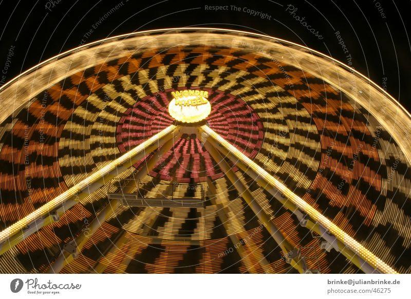 Eine neue Runde, eine neue Fahrt Riesenrad Koloss Jahrmarkt Nacht Licht Muster Langzeitbelichtung bewegungslos Krefeld Fairness wonder wheel night light static