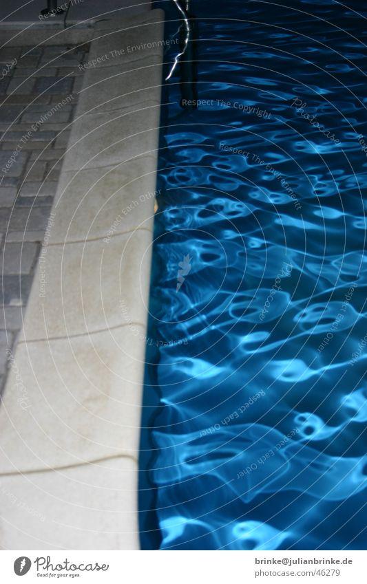 kaltes, klares Wasser II Wasser blau Wellen Schwimmbad Am Rand Meerschweinchen