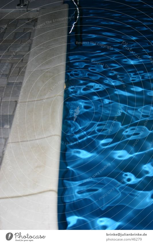 kaltes, klares Wasser II blau Wellen Schwimmbad Am Rand Meerschweinchen