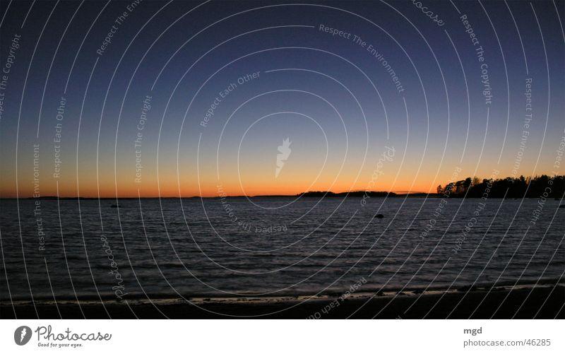 Silvester in Finnland Sonnenuntergang Meer Strand Helsinki Abend Ferien & Urlaub & Reisen Licht kalt Wasser blau Abenddämmerung Himmel mehrfarbig