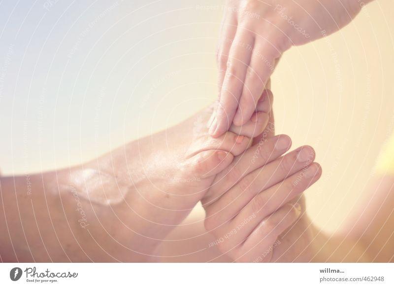 massage | fuß Hand Erholung Gesundheitswesen Fuß Zufriedenheit Wellness Wohlgefühl Schmerz harmonisch sanft Alternativmedizin Massage Sinnesorgane Pastellton