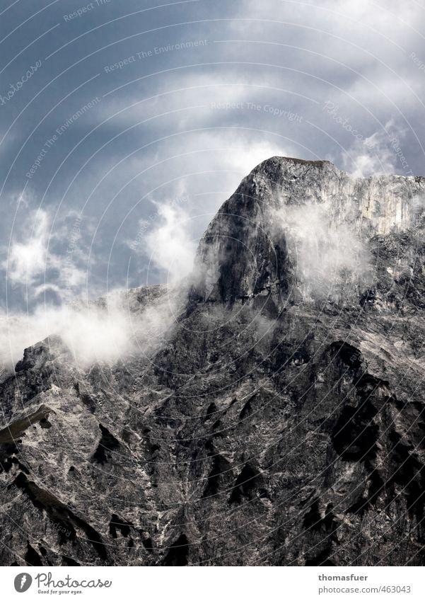 Massiv Himmel Natur Ferien & Urlaub & Reisen Landschaft Wolken Berge u. Gebirge Umwelt Herbst Freiheit Felsen Horizont Regen Nebel Wind Ausflug bedrohlich