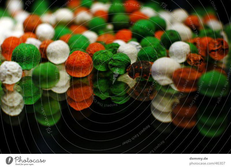 pepper rund mehrfarbig Korn Spiegel Reflexion & Spiegelung rot weiß grün Tiefenschärfe Pfeffer Glas unschärfte
