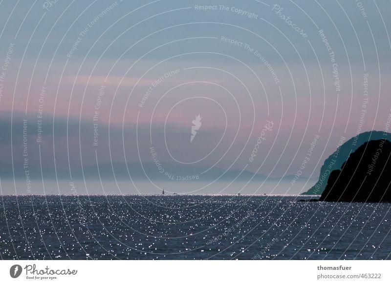 kleine Schiffe Natur Ferien & Urlaub & Reisen Wasser Sommer Sonne Meer ruhig Ferne Küste Freiheit Wasserfahrzeug Felsen Horizont Luft Wellen Erde