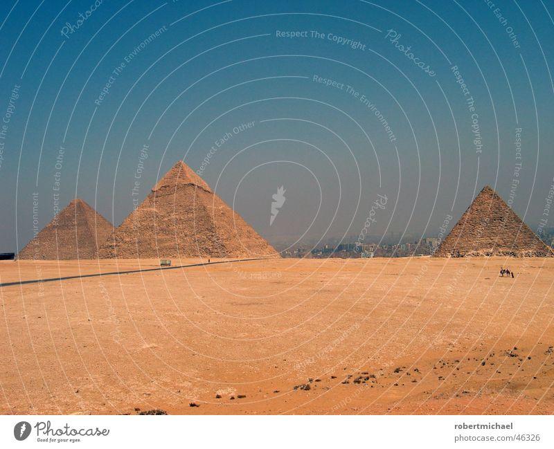 pyramiden Ägypten Ferien & Urlaub & Reisen Gizeh Cheops Pyramide Bauwerk Kairo Dreieck heiß Physik Afrika Asien Pharaonen Statue Ramses des II. Grab Dieb