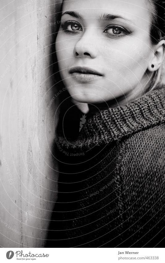 Against. schön Gesicht Mensch feminin Junge Frau Jugendliche Erwachsene 1 18-30 Jahre Mode Pullover ästhetisch Erotik kalt stark Gefühle Stimmung selbstbewußt