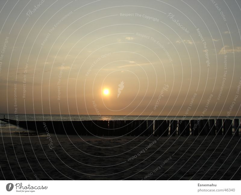 Einsamkeit Wasser Himmel weiß Sonne Meer blau rot Strand schwarz Wolken Ferne gelb dunkel See Sand braun