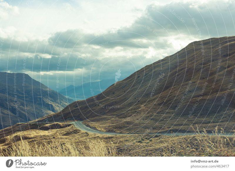 Düster Umwelt Natur Himmel Wolken Sonnenlicht Herbst Klima Wetter schlechtes Wetter Wind Pflanze Gras Sträucher Wildpflanze Wiese Hügel Felsen Alpen