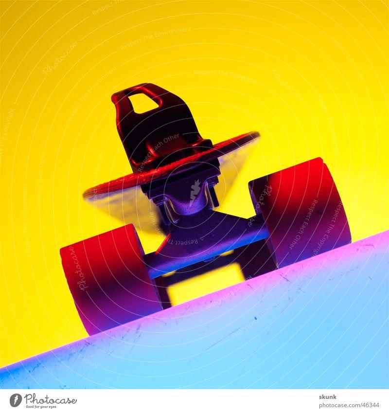Flexboard Skateboard frontal mehrfarbig Farbübergang Tragegriff Rad Holzbrett Achse