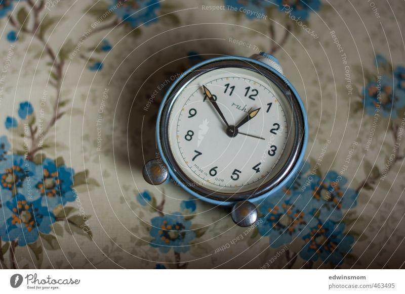 Nostalgie verliebt. Vintage. blau alt Senior Innenarchitektur klein Zeit Metall Uhr elegant lernen Vergänglichkeit Ziffern & Zahlen Kitsch Gelassenheit hören