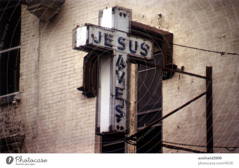 Jesus saves Jesus Christus Verfall Neonlicht Amerika Christentum New York City Religion & Glaube Hoffnung Fototechnik Rücken alt Schilder & Markierungen