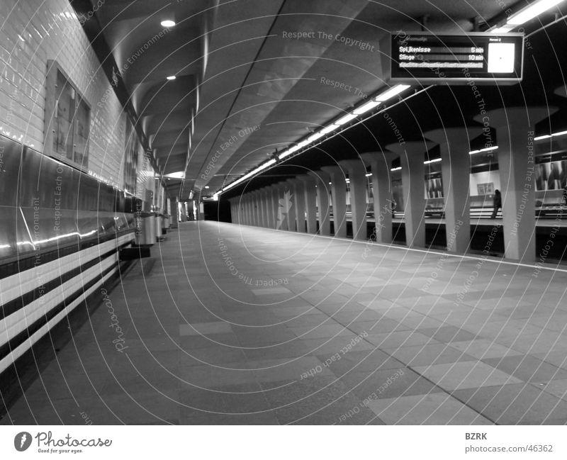 Metrostation silence Rotterdam Station black & white U-Bahn empty