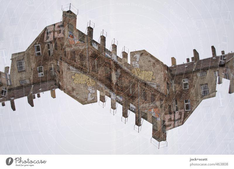 Zähne der Zeit alt Haus Wand Graffiti Mauer außergewöhnlich Kunst oben Luft Schriftzeichen fantastisch einzigartig Irritation eckig skurril Doppelbelichtung