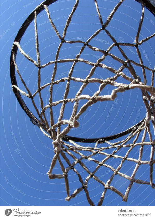 Street-Basketball Korb Sommer Netz Himmel blau Sport