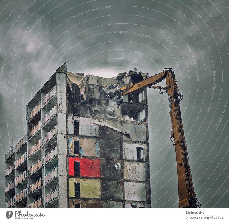 Es war einmal die Zukunft von Gestern Tapete Badewanne Baumaschine Dresden Johannstadt Stadtzentrum Hochhaus Ruine Fassade Balkon Beton Bauschutt weinen