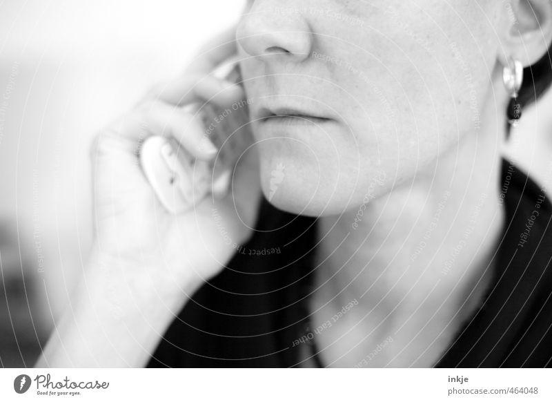 Geschäftsgespräch Lifestyle Arbeit & Erwerbstätigkeit Beruf Büroarbeit Telekommunikation Callcenter sprechen Telefon Frau Erwachsene Leben Gesicht 1 Mensch