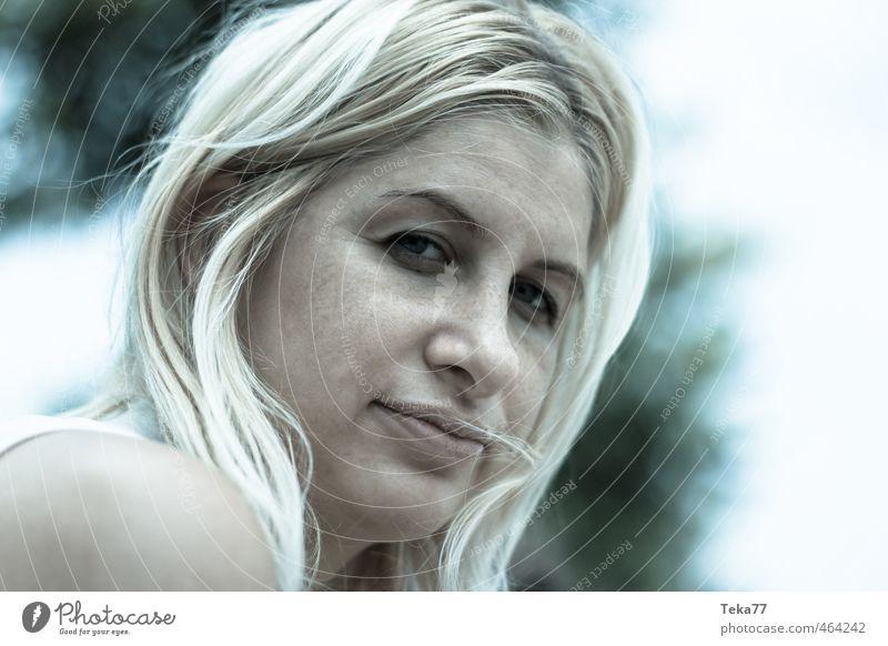 Skeptisch Mensch Jugendliche Junge Frau Erwachsene 18-30 Jahre Gefühle Neugier Zukunftsangst Stress gereizt