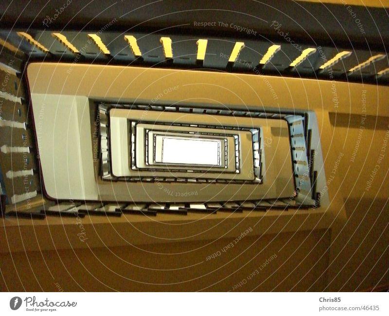 Treppenhaus Tunnel Blick oben
