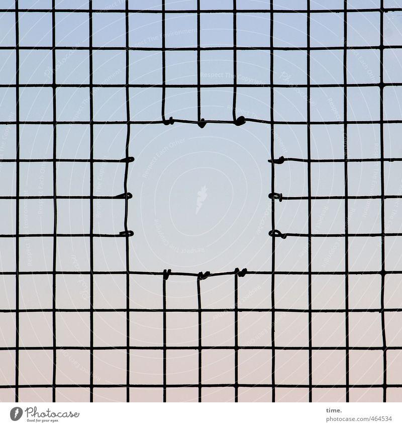Utgang Himmel Gitter Gitternetz Loch Drahtgitter Metall Linie Netzwerk außergewöhnlich eckig einfach fest Kraft Enttäuschung Platzangst Erwartung Hoffnung