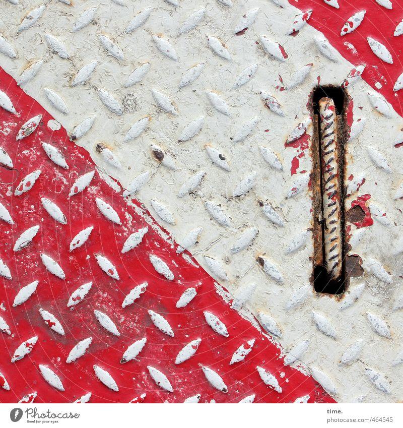 Hafendeko I Güterverkehr & Logistik Dienstleistungsgewerbe Baustelle Wege & Pfade Bodenplatten Industrieblech Griff Metall alt fest trashig Stadt rot weiß