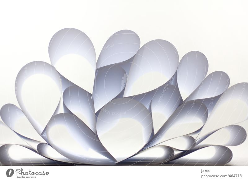 papier Herz weiß Kunst Papier Kreis Design Pyramide Farbfoto Studioaufnahme Menschenleer Textfreiraum oben Hintergrund neutral Licht Schatten Froschperspektive