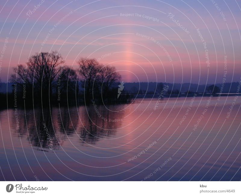 Morgendämmerung brilliant blau rosa Licht Himmel und