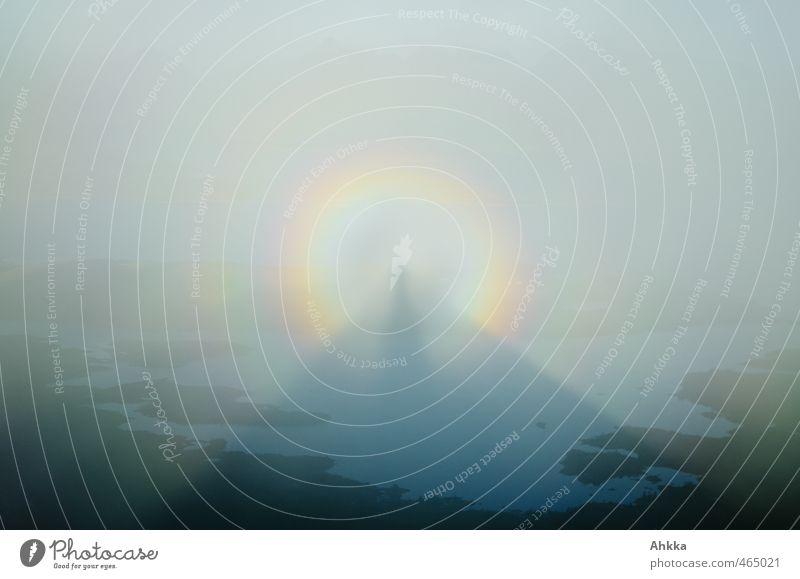 Halo-Effekt, Bergspitze als Schatten über den Lofoten Natur Landschaft Urelemente Himmel Horizont Regenbogen Gefühle Stimmung Vertrauen Sicherheit Schutz