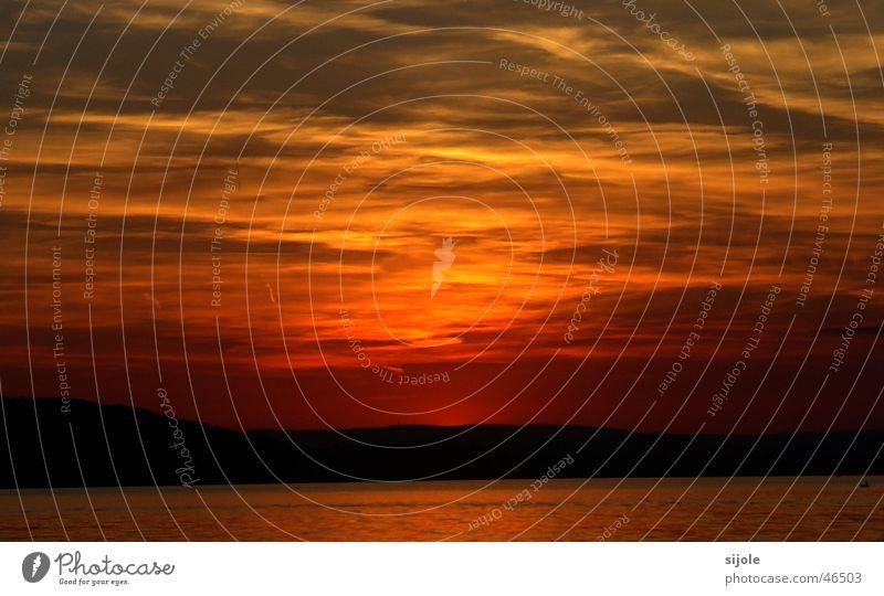 Sonnenuntergang Himmel rot Wolken gelb See orange Horizont Abenddämmerung Bodensee