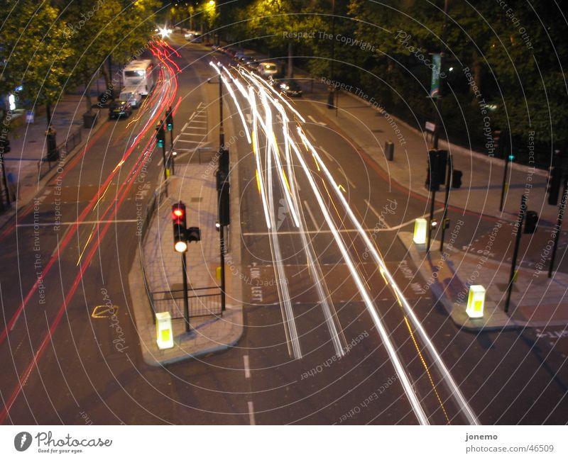 Kreuzung rot gelb PKW Verkehr Bus Ampel Mischung Verkehrsinsel
