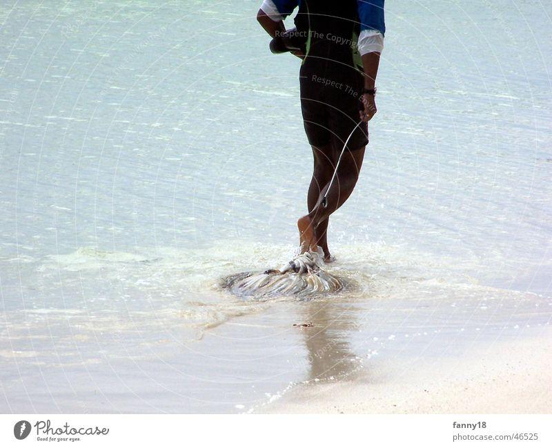 Der einsame Fischer Wasser Strand Ernährung Tod Lebensmittel Insel fangen Angeln ziehen Seychellen Tintenfisch einheimisch La Digue