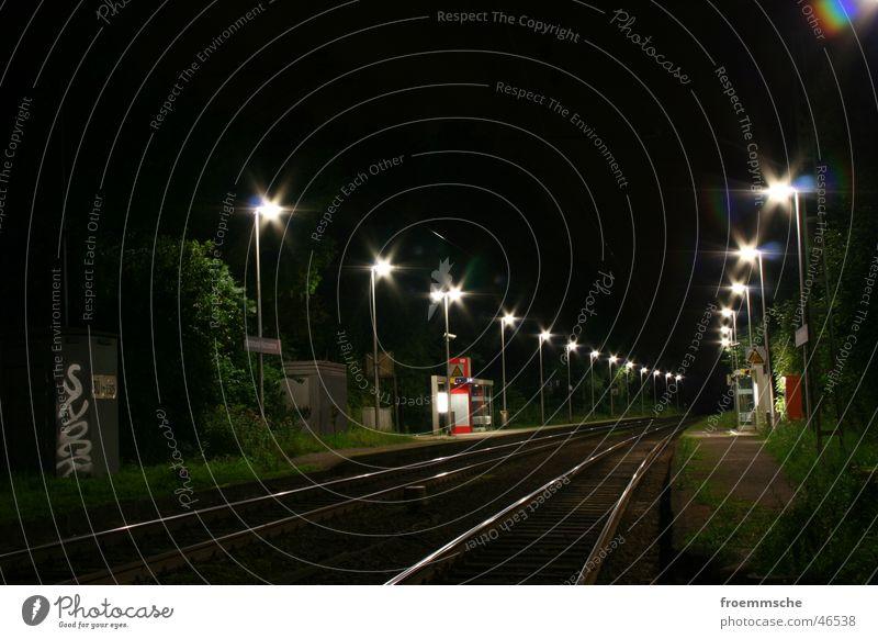 bahnhofsbeleuchtung Nacht Gleise Eisenbahn Station Bahnhof Beleuchtung rails railroad lights night train