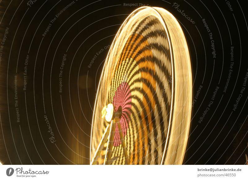 Das ist super, das macht Spass Riesenrad Koloss Jahrmarkt Nacht Licht Muster Langzeitbelichtung bewegungslos Krefeld Fairness wonder wheel night light static