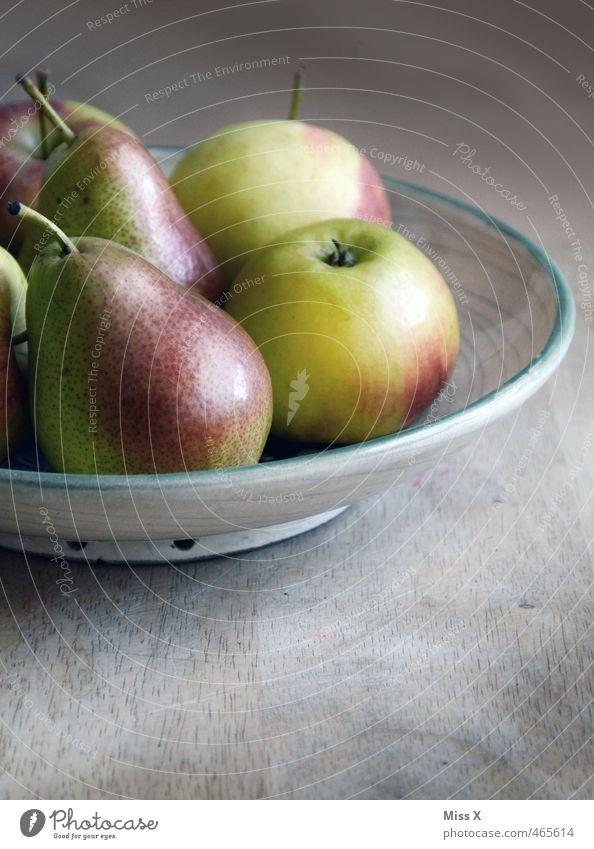 Birne wie Apfel Gesundheit Lebensmittel Frucht frisch Ernährung süß Apfel lecker Bioprodukte Stillleben Schalen & Schüsseln ländlich saftig Vegetarische Ernährung Holztisch sauer