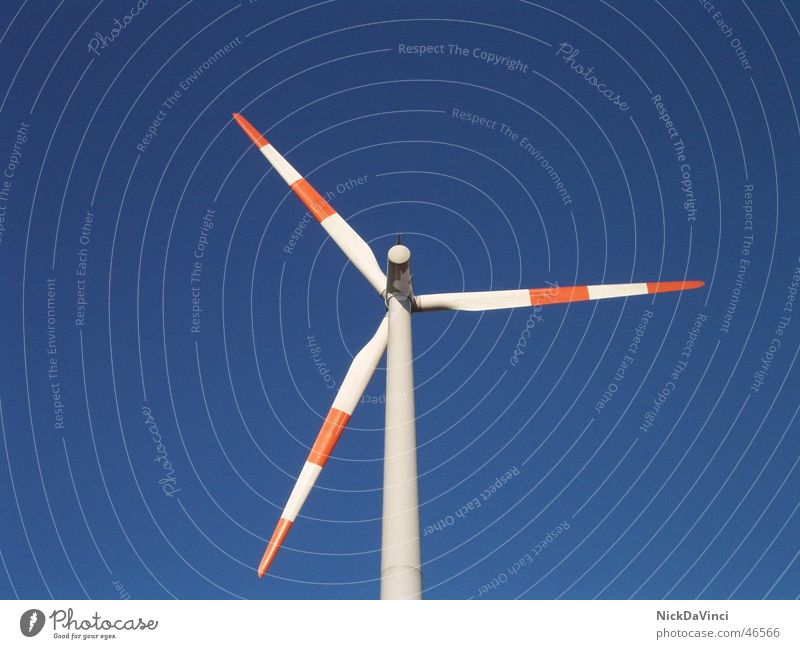 moderne Windmühle II Himmel blau ruhig Wolken Arbeit & Erwerbstätigkeit Freiheit Luft Stimmung hell Kraft planen Wind Eisenbahn Hoffnung Energiewirtschaft Elektrizität