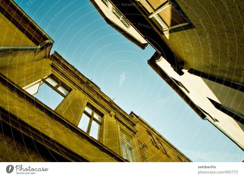 Halken Himmel alt Stadt Haus Fenster Wand Mauer Architektur Gebäude Fassade Bauwerk Schmerz Mut Denkmal Wahrzeichen Ruine