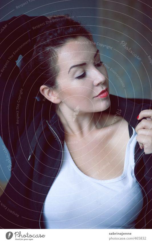 lichtbad Mensch feminin Junge Frau Jugendliche Erwachsene 1 18-30 Jahre brünett Locken Zopf schön Gefühle Zufriedenheit Lebensfreude selbstbewußt Erholung