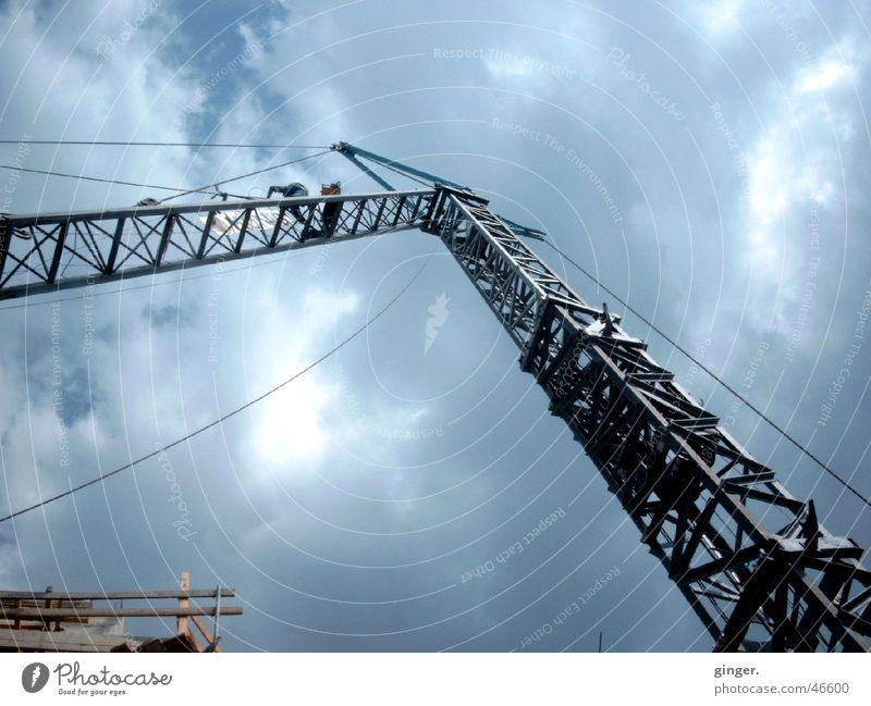 Himmelssehnsucht - Yearning for heaven Baustelle Technik & Technologie hoch Sehnsucht Kran streben Metall Wolkenhimmel Menschenleer Textfreiraum unten