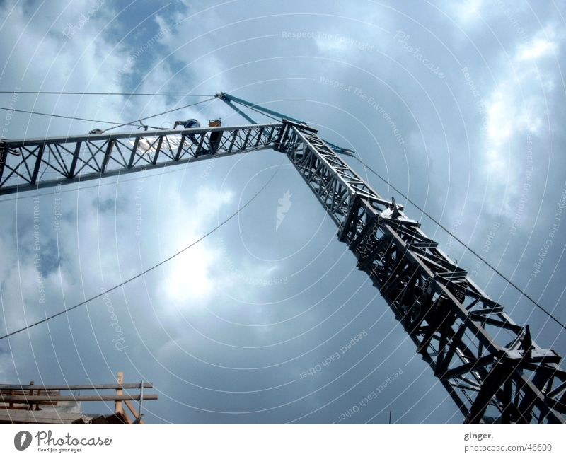 Himmelssehnsucht - Yearning for heaven Wolken Metall hoch Technik & Technologie Baustelle Sehnsucht Stahlkabel bauen Kran bewegungslos beweglich Strebe streben