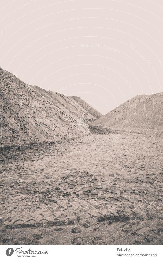 Moon Sommer nackt Einsamkeit Landschaft Ferne Berge u. Gebirge Sand Stimmung Kunst braun Erde Design trist ästhetisch einfach einzigartig