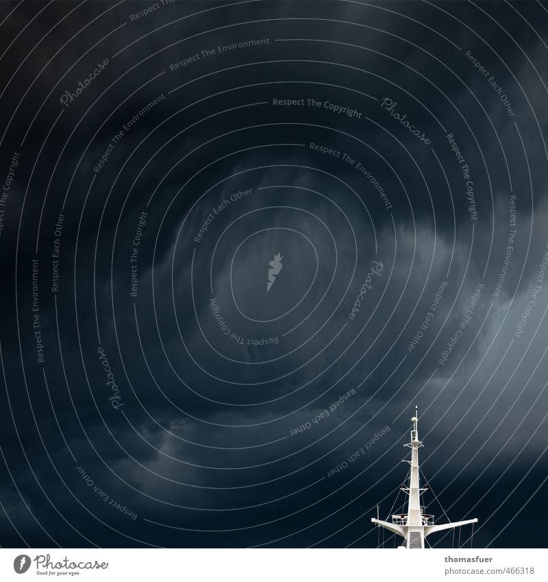 Hammerböe Kreuzfahrt Sommer Meer Wellen Segeln Himmel Gewitterwolken schlechtes Wetter Unwetter Wind Sturm Schifffahrt Fähre Wasserfahrzeug Signalmast