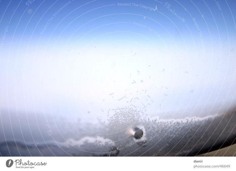 Flugzeugeis Himmel blau kalt Fenster Eis gefroren