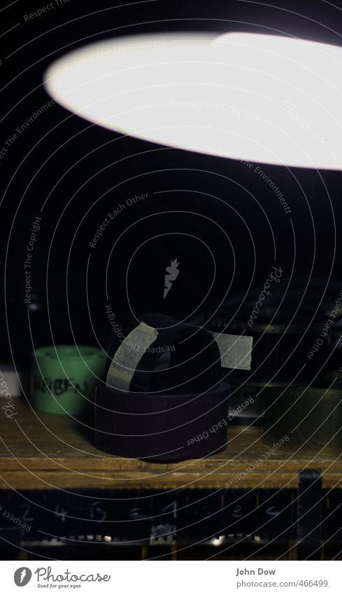 24B = 1sec Sammlerstück Nostalgie Ordnung Lampenschirm Lampenlicht Kino analog Filmperforation Filmmaterial Filmindustrie Filmband retro Werkstatt Vorführraum