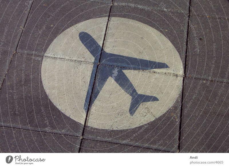 Plane Flugzeug Schilder & Markierungen Bodenbelag Wegweiser Ikon Beschriftung Fototechnik